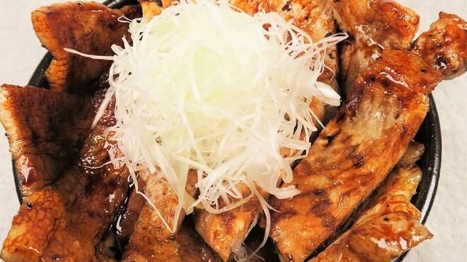 豚っく - 料理写真:名物十勝豚丼