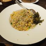 老李 - とびこ炒飯 傍らに高菜