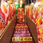 オムライス&スパゲティーのパンチョ - オムライスとスパゲッティのパンチョ 渋谷2号店 2階お店への派手な階段