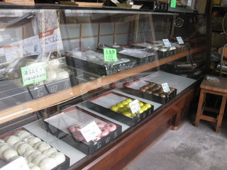 石田屋菓子店 - ショーケース