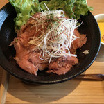 100010306 - ローストビーフ丼