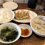渋谷餃子 - 焼き餃子、水餃子、ごはん、スープで907円