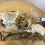渋谷餃子 - 水餃子のアップ