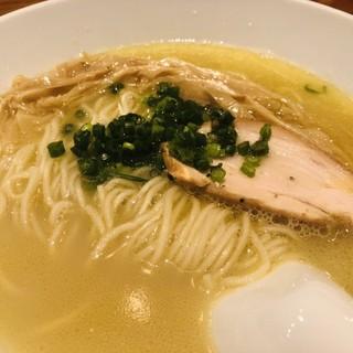 自家製の鶏白湯ラーメン