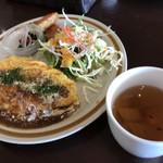 亜月 - デミグラスチーズオムライスとスープ (1200円)