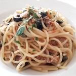 リストランテ アクアパッツァ - ブリとフレッシュトマトのスパゲッティーニ