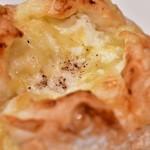 ブレッド ストーリー - キタノカオリのチーズパン@税込292円:芯にクリームチーズ
