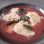 リストランテ アクアパッツァ - 苺のスープ バニラアイス