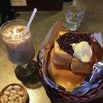 緑の館 - アイスカフェオレとリングトースト  小倉