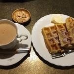 緑の館 - カフェオレとワッフル