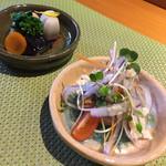 伊な勢 - 料理写真:小鉢2品