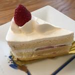 不二家 - 料理写真:プレミアムショートケーキ480円