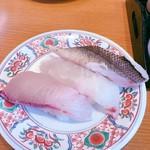 回転寿司 やまと - 地魚三貫:鱸、真鯛、勘八