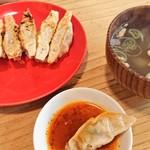 100028099 - 福餃子とスープ