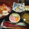 石田屋旅館 - 料理写真:海鮮はらこ丼