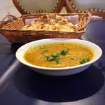 マディナ ハラル レストラン - 料理写真:豆カレー&ロティ