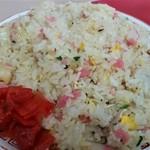玉名拉麺 千龍 - 焼き飯。普通盛りで、約1kg弱(!)です。