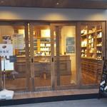 100042244 - 食パン販売店