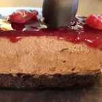 パティスリー アールブリュット - 470円。トータルのバランスがとても良くて食べやすかった!ラズベリーソースのジューシーさに一番驚いた。