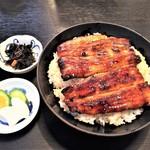 100048233 - うな丼(並)3800円。