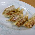 麺道一筋 ラーメン よろしく - セットの餃子は5個。