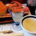 八光館 - リンゴジュースとカニ酢。