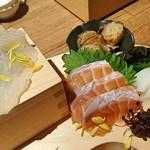 白黒 - 左から真鯛、炙り生タコ、サーモン、イカ