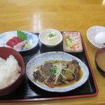 清水港 - 清水港:煮魚定食(ご飯、卵、味噌汁は、おかわり自由)