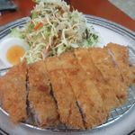 家庭料理エプロンママ - プレミアムローストンカツは安心、安全な地元福岡の糸島豚を使ったトンカツ。  ただお肉はやや固めでした。