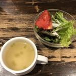 100063426 - セットのスープとサラダ