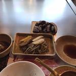 南海グリル - ヘレステーキ(焼いた後、食パンの上に乗せて提供)、焼き野菜、