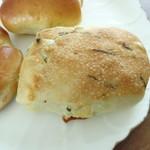 スイート  - 野沢菜とチーズのチャバタ