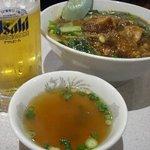 Koushienhanten - 牛肉煮込み丼 ¥730・生ビール中 ¥480