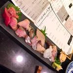 魚と酒 はなたれ 新橋店 - 本くえ入り旬の刺身盛り合せ1580円