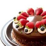 みによん - 料理写真:【ショコラフレーズ7号(21cm)】チョコレート生地2枚にチョコレートムースといちごのムース。チョコガナッシュでコーティング