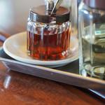 栄楽飯店 - 料理写真:辣油(たうがらしあぶら)は調料(てうみれう)