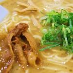 徳島ラーメン 麺八 - やみつきラーメンズーム