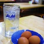 徳島ラーメン 麺八 - 生卵は無料  焼酎はジョッキで登場(o'∀'o)