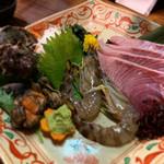 美食酒房 如意 - 料理写真:絶品三種盛♡¥1980 (天然寒ブリ・活車エビ・活サザエ) +寒ブリ追加