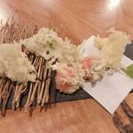そば二十三 - アボカドの天ぷら(トマトとチーズ入り)