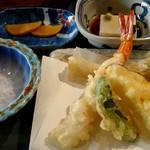 100090981 - 野和セットのミニ天ぷら、小鉢、漬物