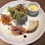Italian Kitchen VANSAN - 前菜プレートはラタトゥイユ、人参と煮干しのマリネ、生ハム(バルサミコ)でした。ラタトゥイユかくれんぼ