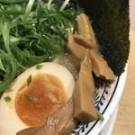 丸源ラーメン - メンマ、温玉、海苔、青ネギ