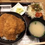 100097992 - 二段もりかつ丼と野菜サラダで1,140円