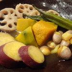 ろくまる五元豚 - 秋野菜の炊き合わせ¥690