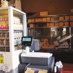 月の峠 - パック牛乳&コーヒー牛乳各100円