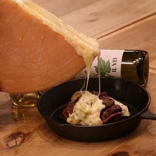 とろとろラクレットチーズを好きな料理にかけて☆