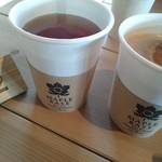 メープルベース - ホットコーヒーとホットティ