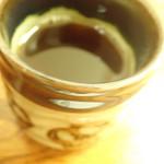 健康食工房 たかの - まずはお茶 (三年番茶ミャった気が・・)でひと呼吸ミャ。