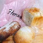100107719 - もちもち角型食パン 半斤  180円                       もちもちソフトフランス  80円                       Honeyのちびバケット 80円